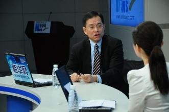 中德安联人寿保险总经理陈良接受主持人提问