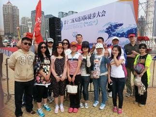 信泰保险大连分公司:发起大连国际徒步大会环保志愿活动